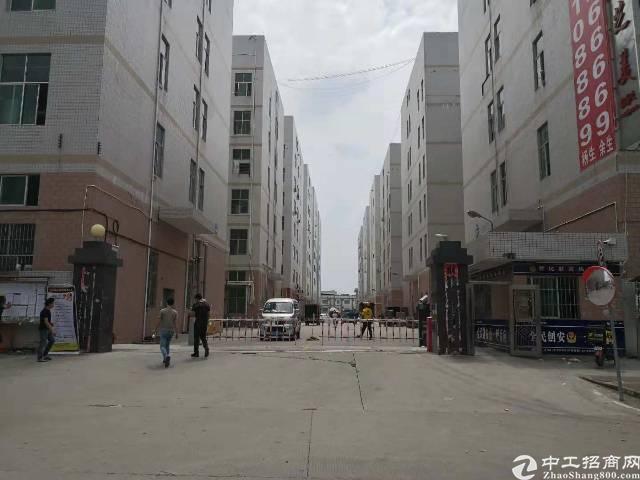 凤岗镇大型工业区空出整层 7000平方可分组