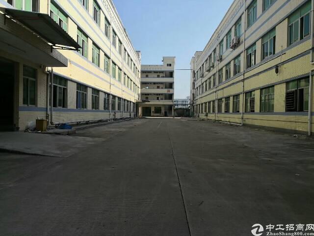 平湖山厦工业区一二楼800平方米带装修厂房招租