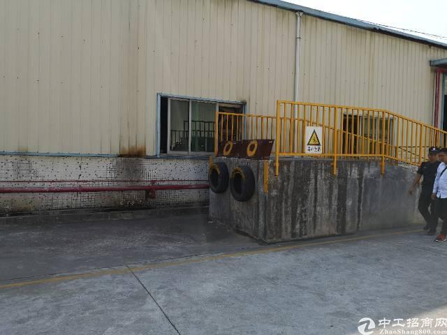 观澜牛湖出八米高1600平钢构仓库出租带精装修办公室