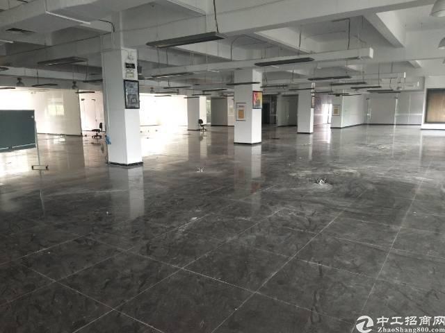 平湖辅城坳工业区原房东独院5500平方米