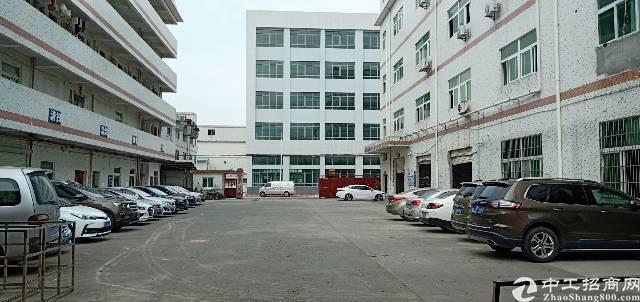 坪山坑梓秀新工业区新出2/3楼2400平米厂房出租,现成装修