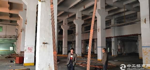 横岗六约地铁站口一楼九百平方高度8米可以分租