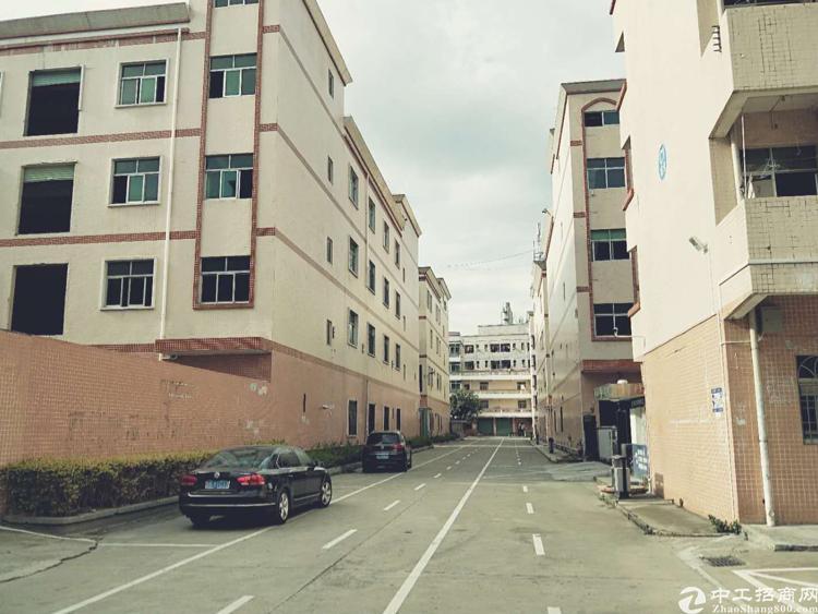 平湖华南城附近富民工业区新出原房东二楼厂房2200平,带装修
