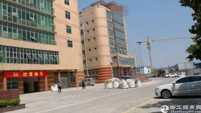 新出平湖华南城附近二楼1100平带装修厂房出租