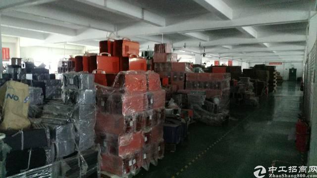 松岗南光高速出口新出原房东楼上整层带装修厂房2500平方出租