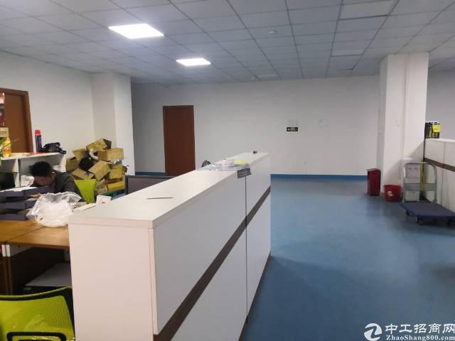 观澜梅观高速口新出楼上500平带豪华装修厂房出租。