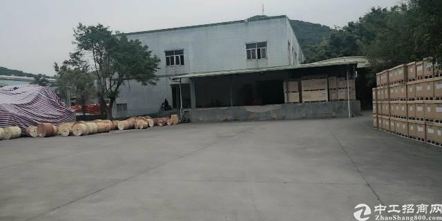 清溪镇靠近塘夏,凤岗带卸货平台一楼厂房2500平米出租