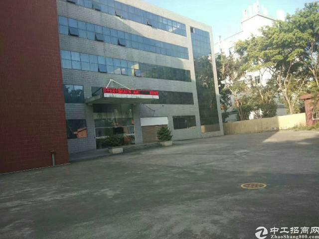 平湖华南城附近楼上带装修1800平方米