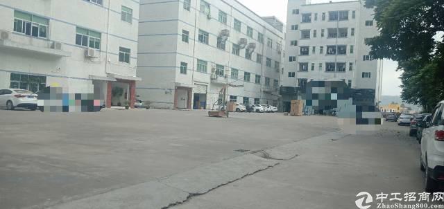龙岗宝龙南同大道边村委厂房分租一楼800平米出租