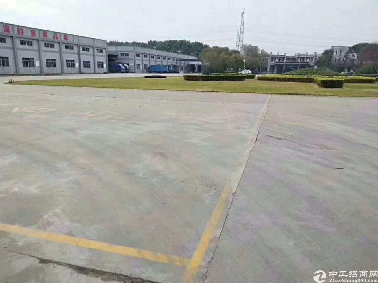 平湖华南城附近新出楼上490平办公室出租