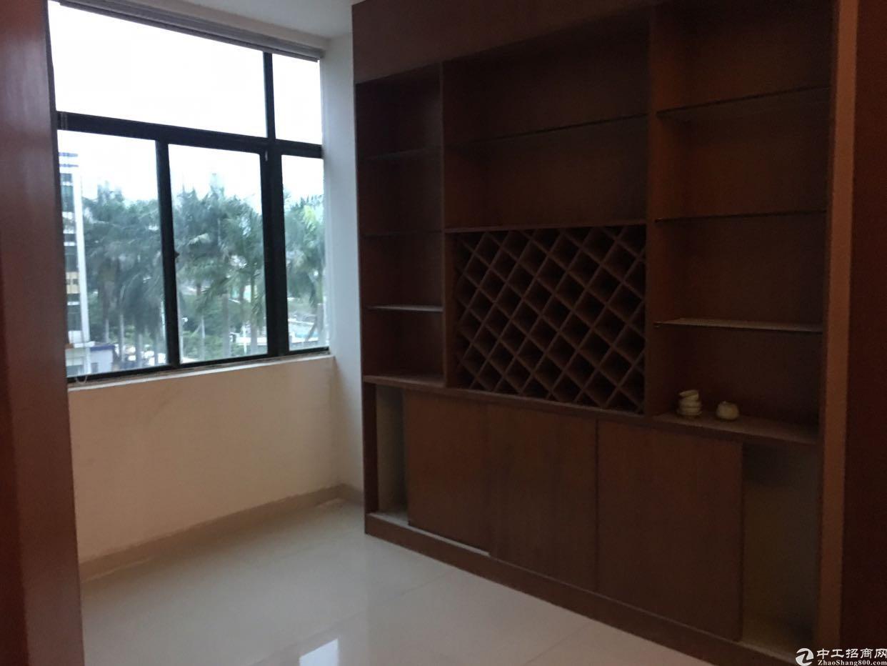 独院厂房改办公室三楼490平15元一平出租