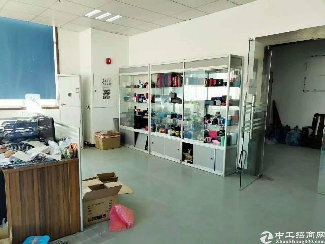 西乡簕竹角,楼上新出厂房1350平,带装修,无需转让费