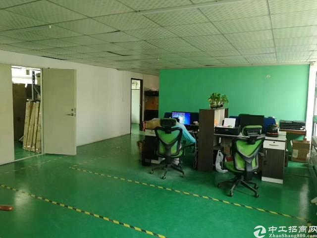 龙华大浪商业中心附近新出楼上带精装修厂房700平,无转让费