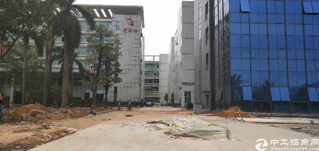 光明龙大高速出口新出楼上带精装修厂房750平重工业厂房