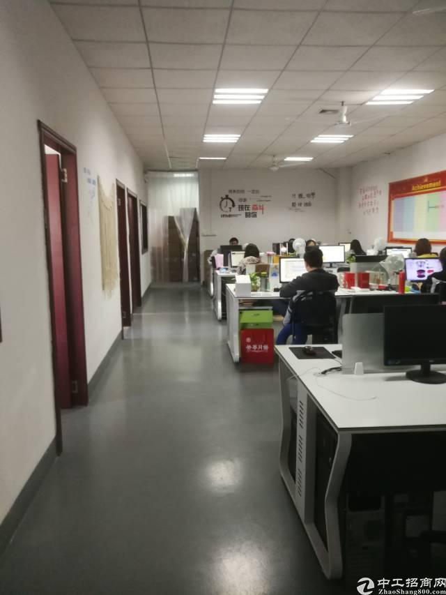 横岗六约二楼带精装修350平米标准厂房招租