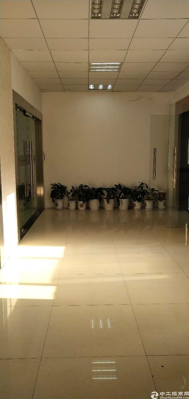 宝安西乡新安新出楼上890平豪装厂房