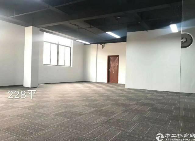 西乡地铁口精装写字楼70平38特价出租