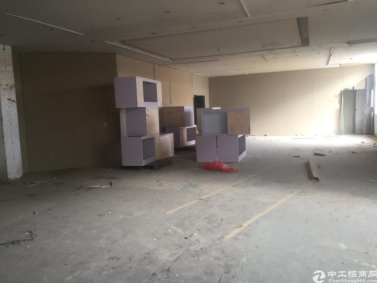 坪山标准厂房300平米带电梯2500元打包