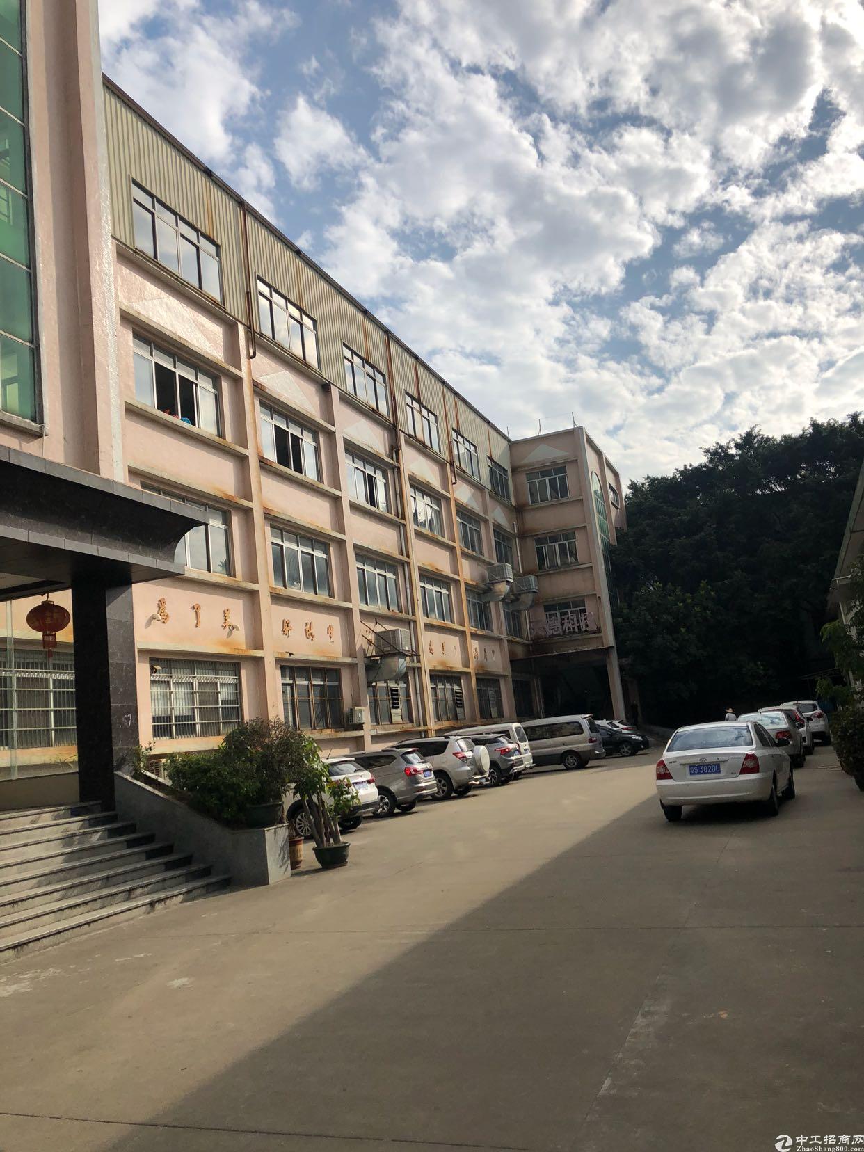 原房东分租二楼,850平方,水电,办公室现成装修,2吨电梯。