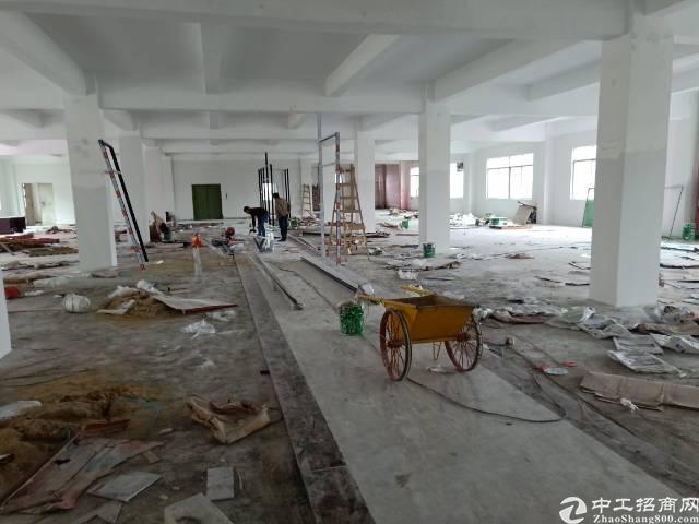 龙岗平湖华南城旁工改商带装修厂房8400平方出租大小分租
