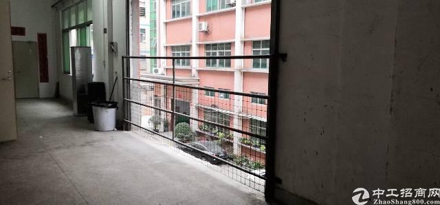 大浪220平楼上厂房24元年前不收租