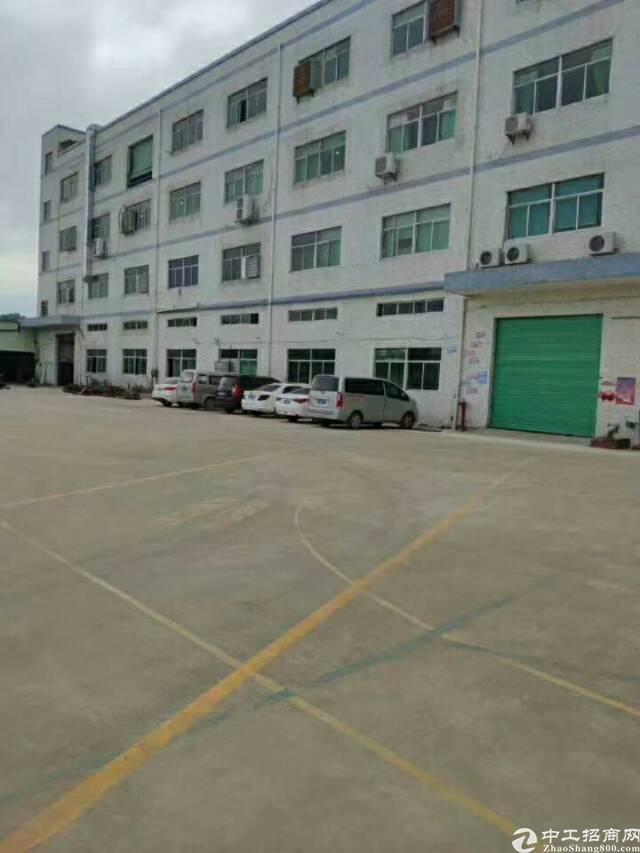 坪地高速路口边标准厂房一楼900平米出租