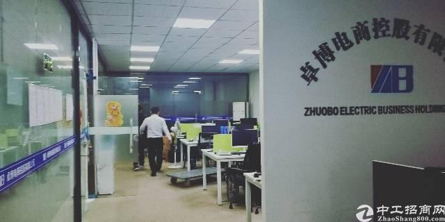 龙华天虹新出精装修办公室580平,内部水电齐全,无转让费