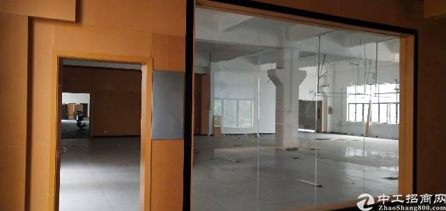 宝安西乡新出楼上厂房2100平方带装修