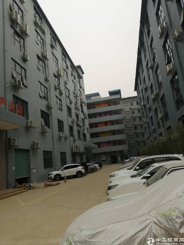 西乡固戍广深公路边楼上800平米厂房出租