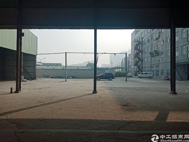 布吉李朗新出2600平钢构,高度9米,停车方便,空位大。