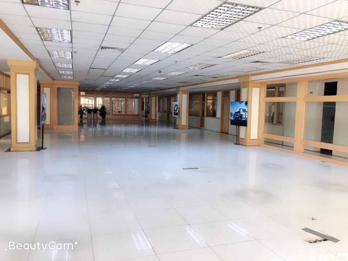 松岗镇中心二楼2500平方原房东厂房招租