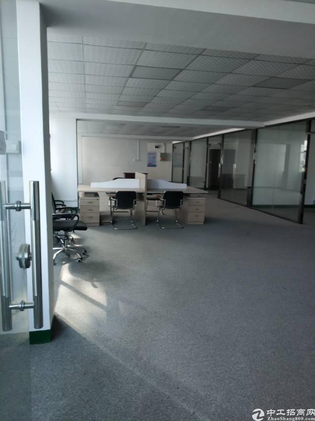 深圳龙华观澜二楼标准厂房420平方出租豪华装修免转让费