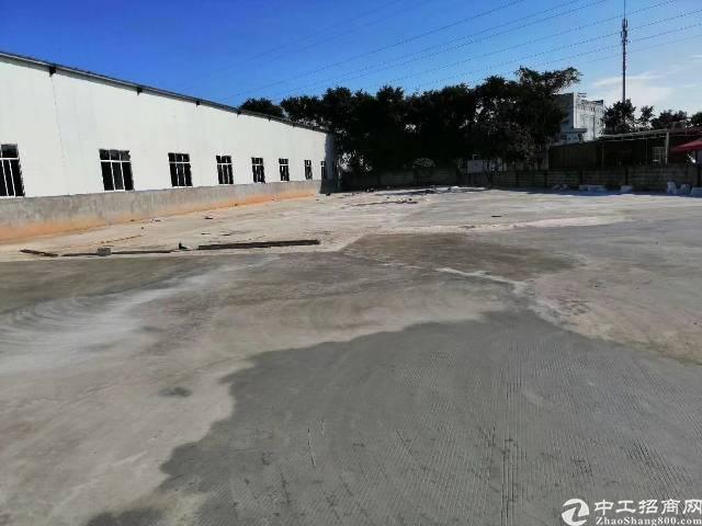宝安西乡107国道附近2000平米仓库出租,价格好谈