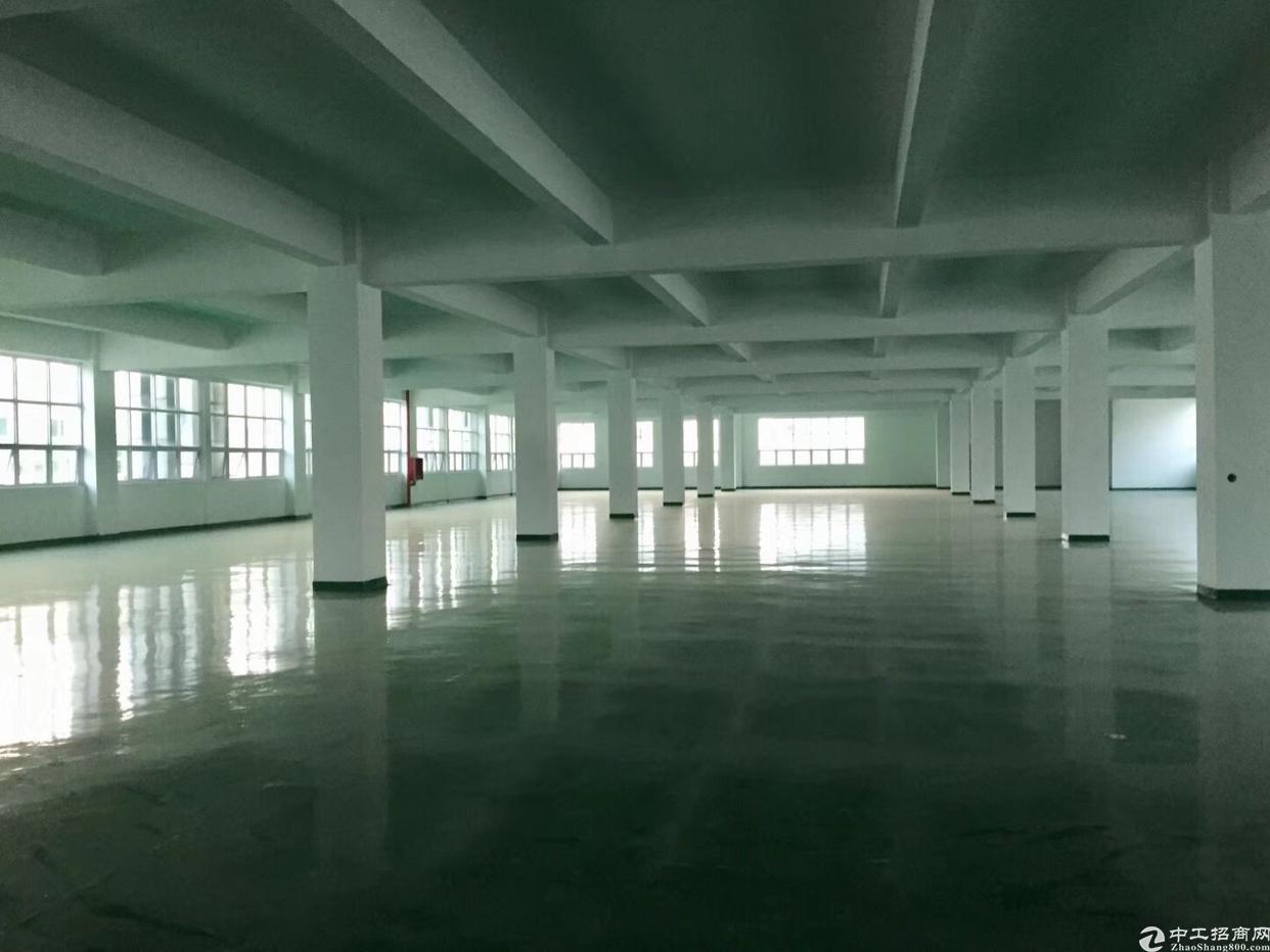 西乡固戍地铁站附近新出楼上整层2000平厂房出租