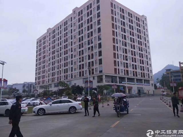 沙井洪田楼上一整层2500平方重工业厂房招租大小可分