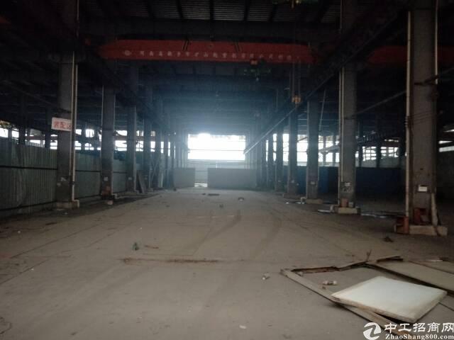 武湖装饰建材重工业厂房12000平米,带30吨行车,配宿舍食