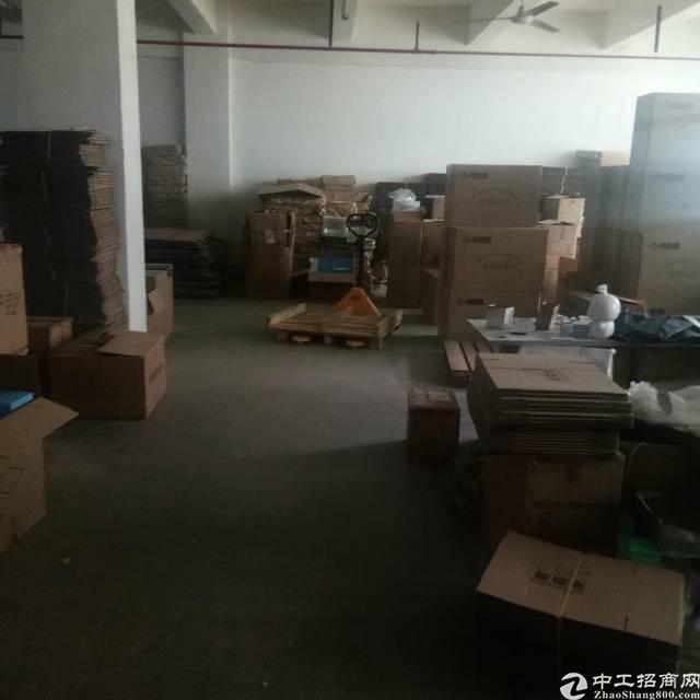 福永桥头地铁口楼上带装修600平米厂房出租