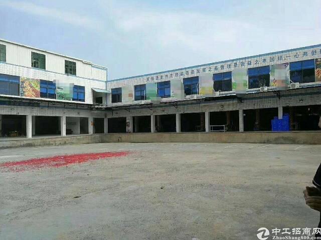 平湖清平高速出口物流仓库出租9800平米,可分租