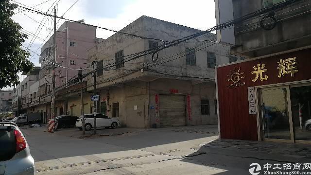 600平村口民房