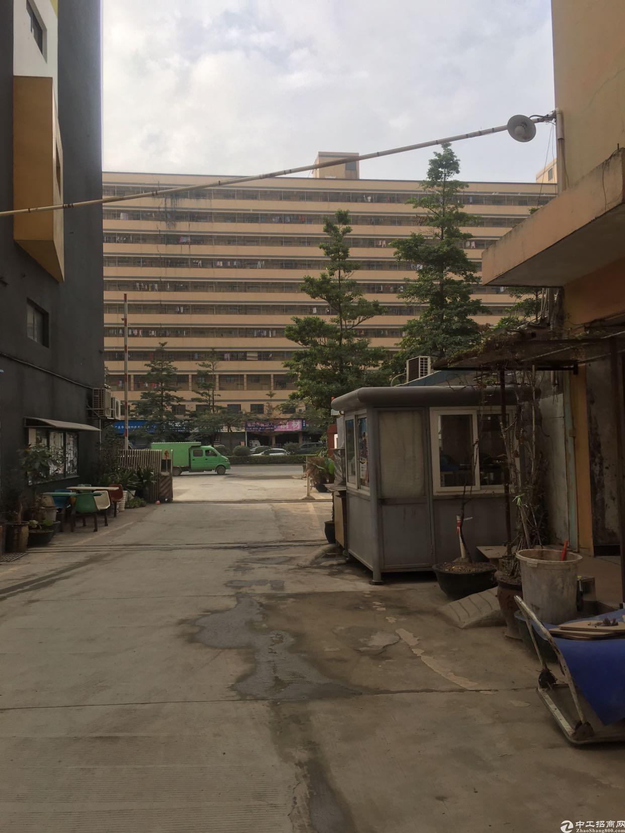 福永地铁口楼上600平米带简单装修厂房出租