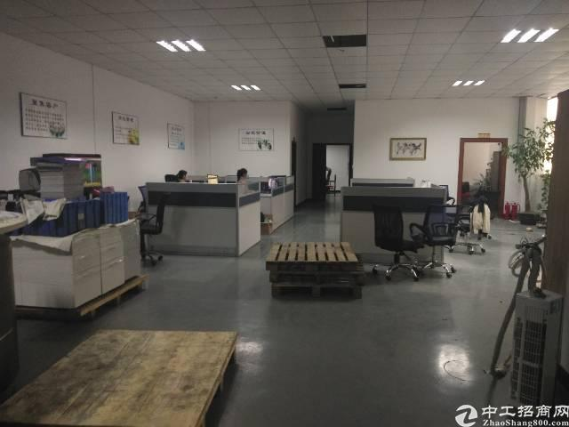 公明上村二楼2400平米精装修厂房出租
