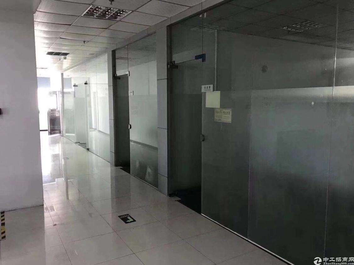 沙井主干道附近新出楼上2200平米厂房出租