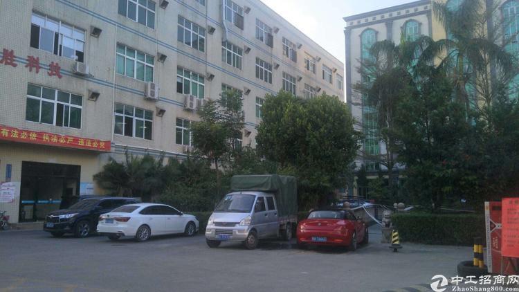龙岗坪地新出楼上带办公室装修厂房,面积1460平,证件齐全