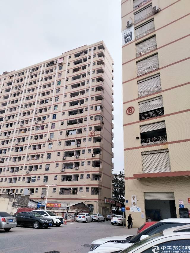 沙井庄村高新产业园里面楼上整成2700平方水电装修厂房出租
