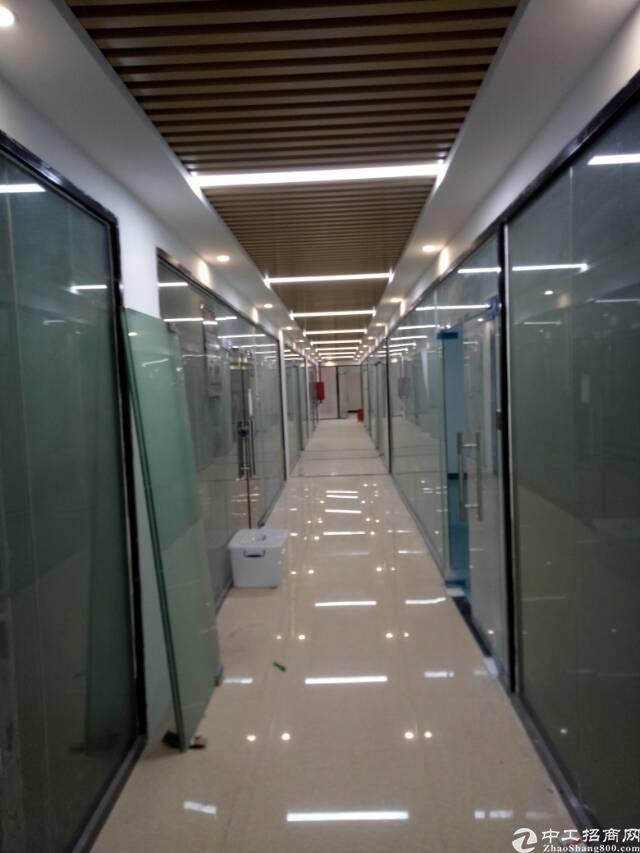 布吉坂田五和地铁口空出新装修3万平