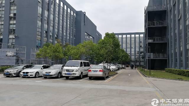 坂田五和地铁口一楼1500平方标准厂房出租!