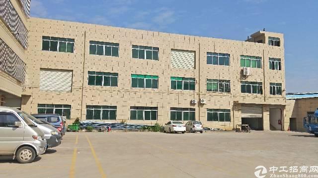 龙岗龙东主干道边楼上800平米带装修厂房出租