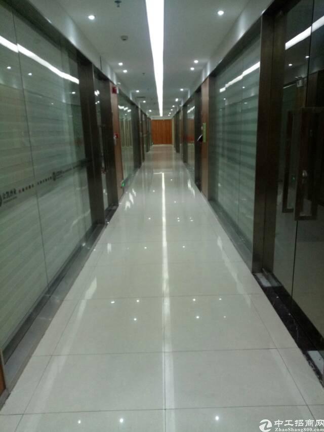 平湖华南城地铁口写字楼300平方米带装修租
