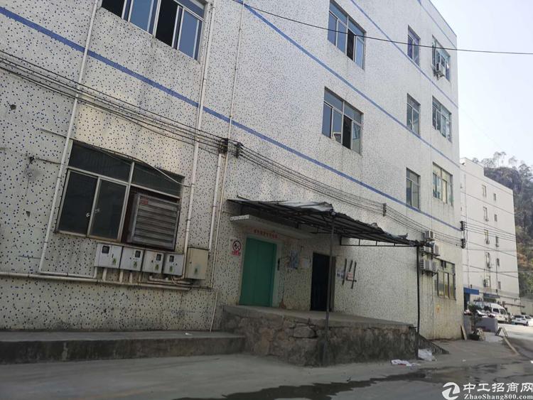 龙华和平路边龙胜地铁口附近新出房东楼上装修厂房2500平出租