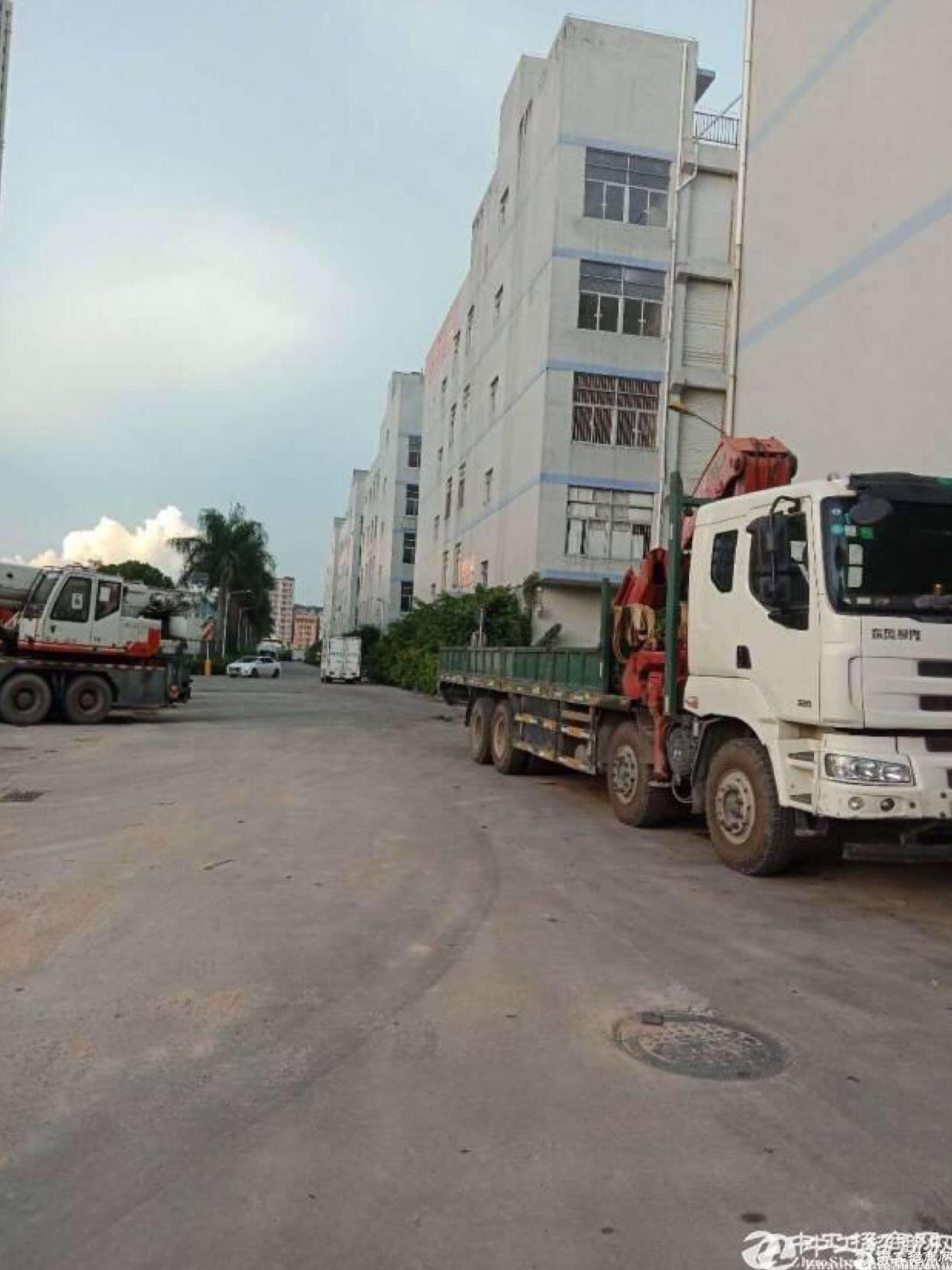 布吉水官高速出口独栋8米高厂房单层6000平出租.